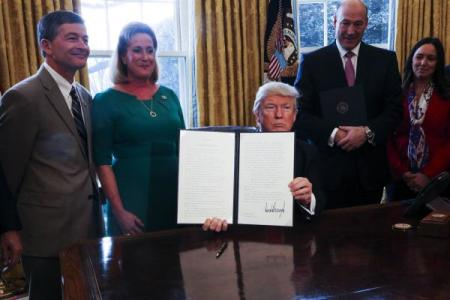 trump-signs-executive-order-to-scale-back-wall-street-regulation